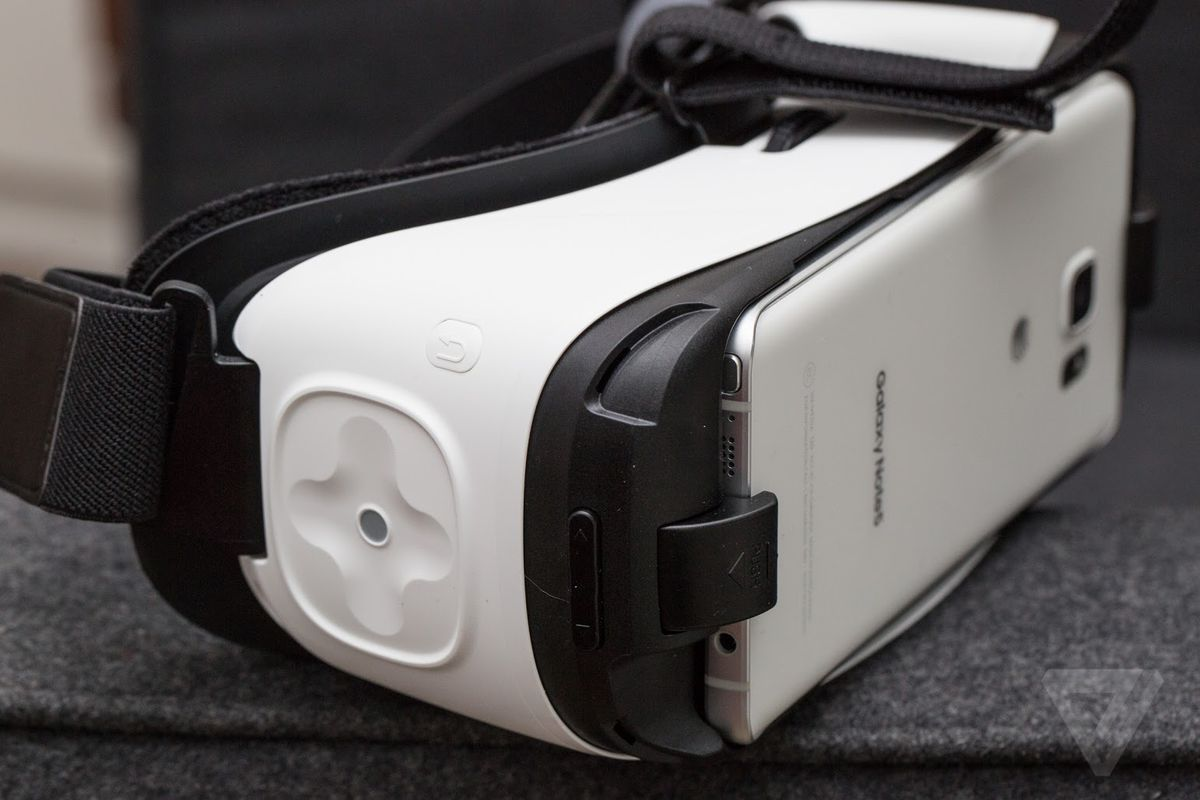 gear VR with phone exposed