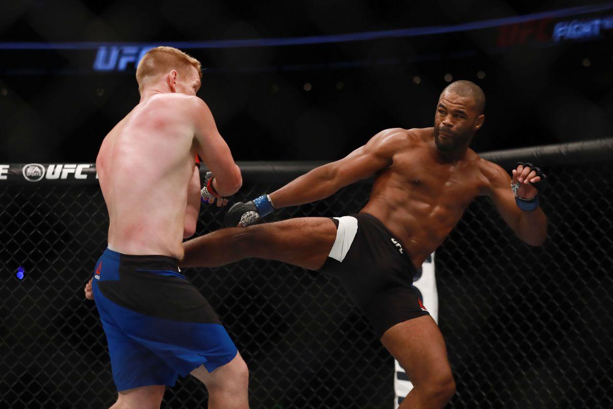 MMA: UFC Fight Night-Alvey vs Evans