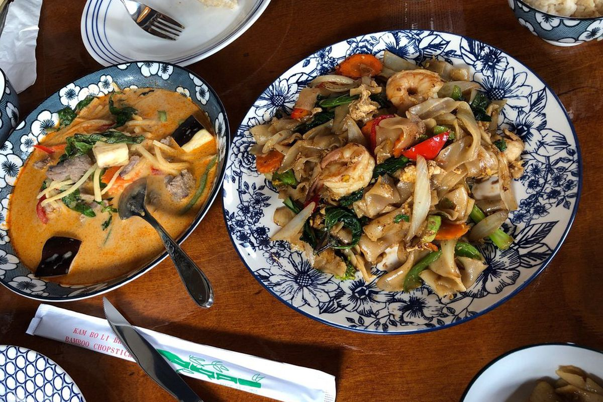 Red beef curry and drunken noodles at Mâe Asian Eatery