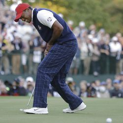 USA's Tiger Woods reacts after missing a birdie putt on the 18th hole to lose a four-ball match at the Ryder Cup PGA golf tournament Friday, Sept. 28, 2012, at the Medinah Country Club in Medinah, Ill. (AP Photo/Chris Carlson)