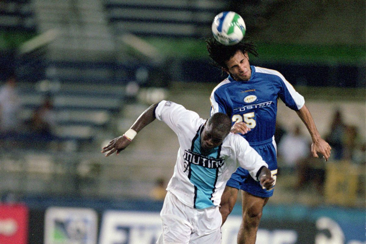 24 Jun 2000: Pablo Mastroeni #25 of the Miami Fusion and Mamadou Diallo #9 of the Tampa Bay Mutiny jump for the ball during the game at a very empty Lockhart Stadium in Fort Lauderdale, Florida.