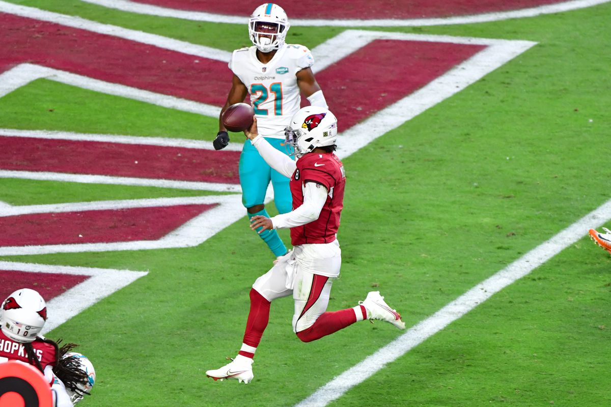 Arizona Cardinals quarterback Kyler Murray (1) runs for a touchdown as Miami Dolphins free safety Eric Rowe (21) looks on during the second half at State Farm Stadium.