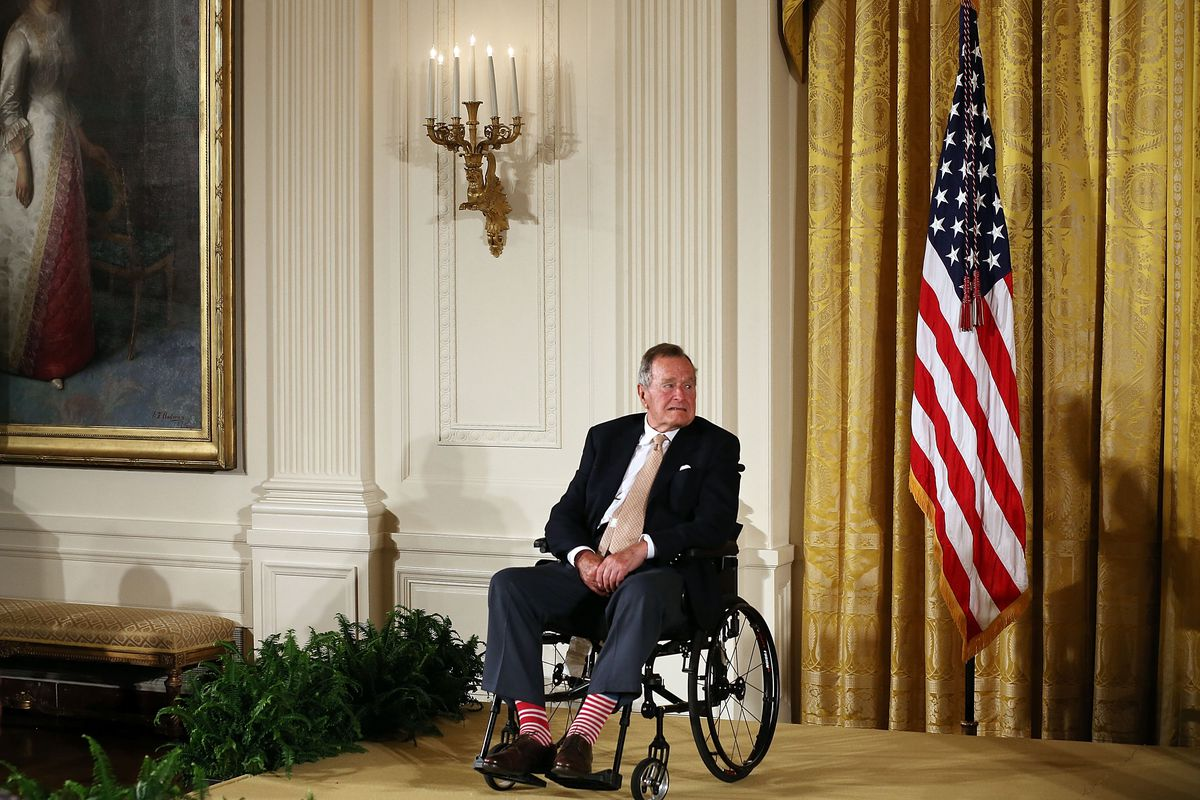 Obama Hosts George H.W. Bush And Family To Honor 5000th Points Of Light Winner