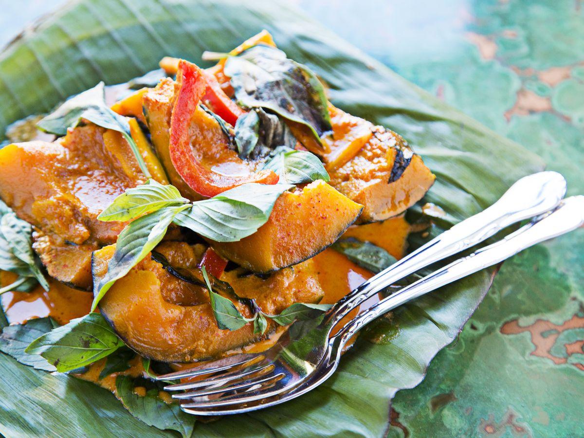 Magazine dining column on Thai Xing