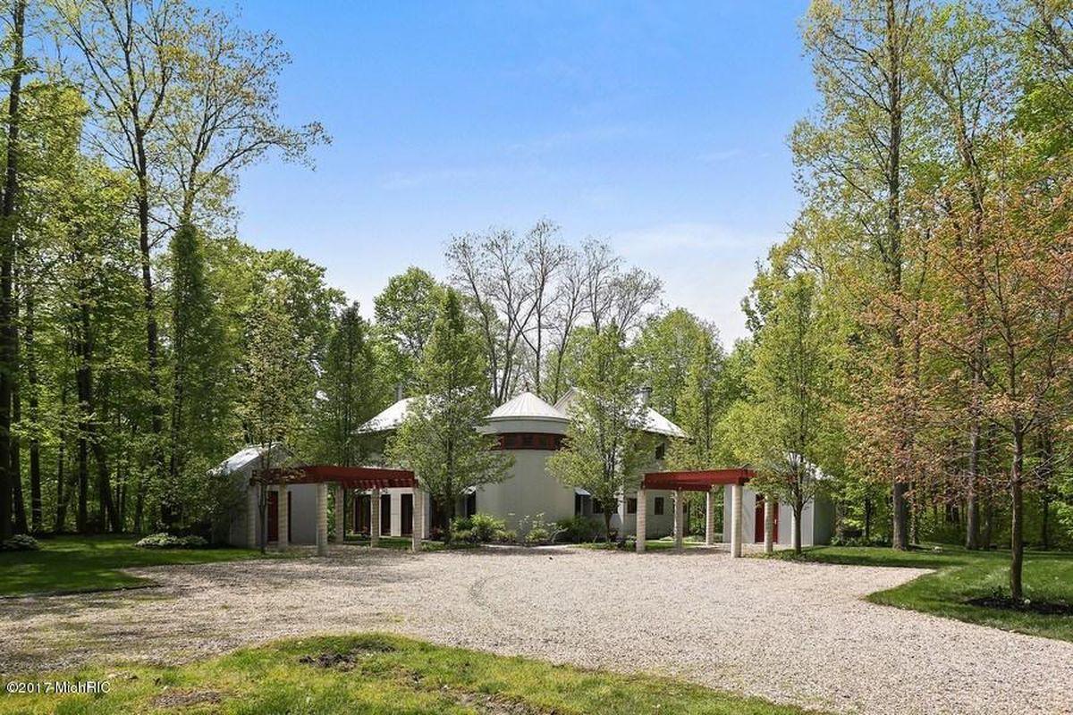 Tigerman Mccurry Designed Retreat In Michigan Seeks 1 2m