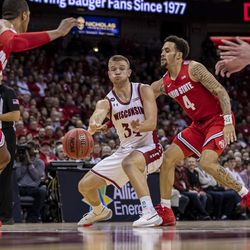 Brad Davison with the bounce-pass through traffic to Micah Potter.