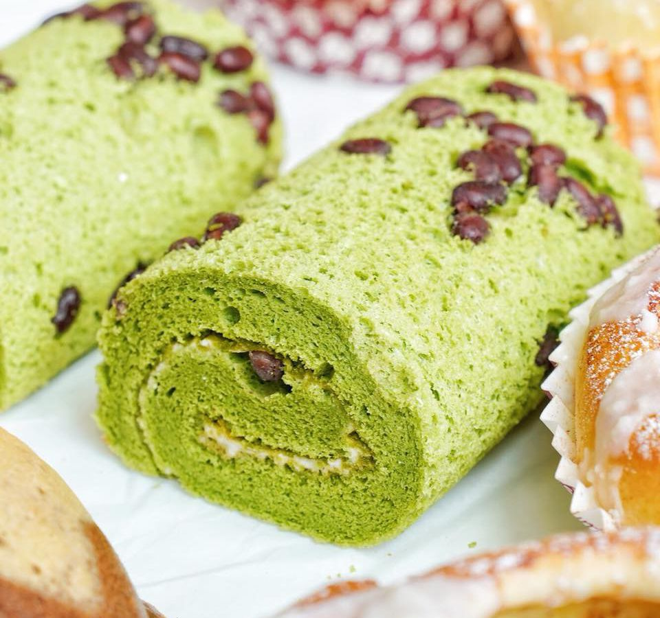 85C Bakery Cafe's matcha red bean roll cake