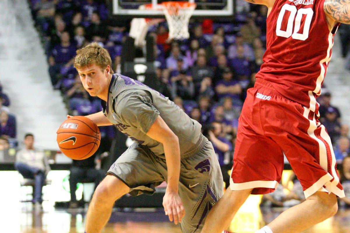 K-State's Will Spradling dribbles past Oklahoma's Ryan Spangler.