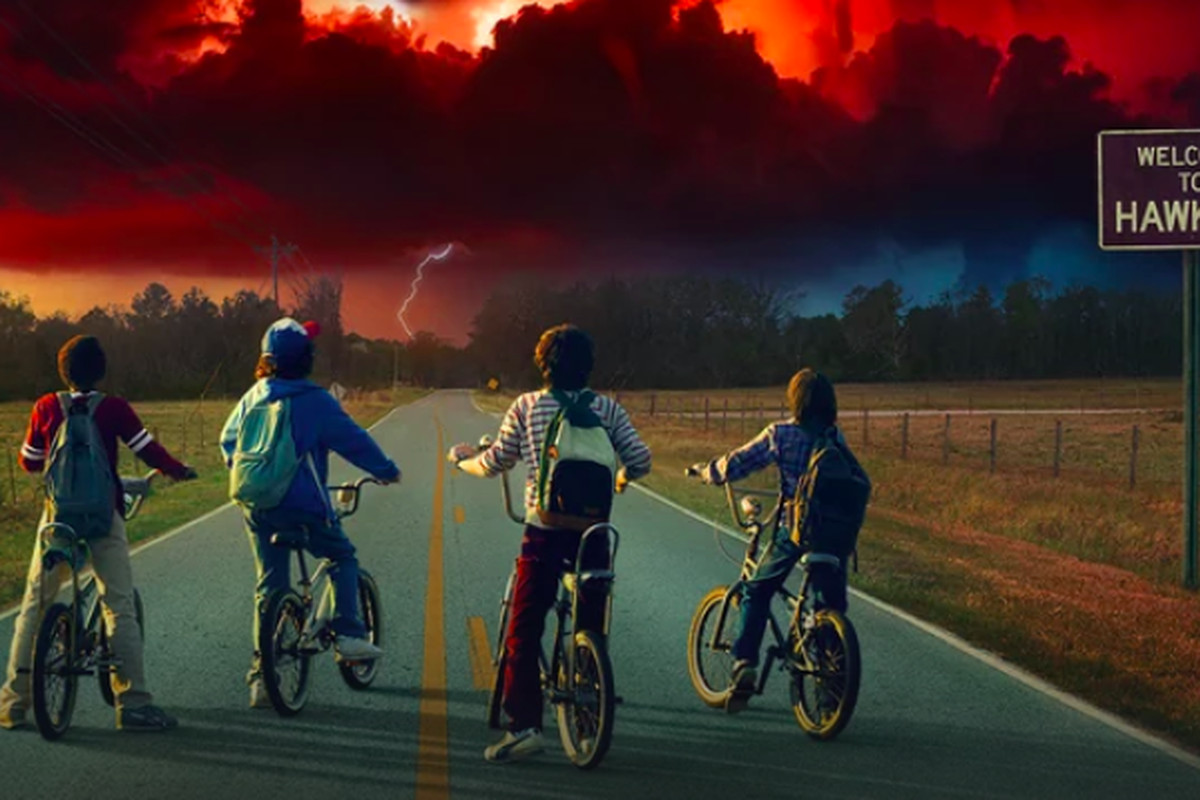 Photo of the Stranger Things 2 kids looking at a monster