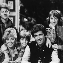 """Starring as the Seaver Family on ABC's """"Growing Pains"""" from left are Kirk Cameron as Mike, Joanna Kerns as Maggie, Jeremy Miller as Ben, Alan Thicke as Jason and Elizabeth Ward as Carol. Photo taken May 1985. (AP Photo)"""
