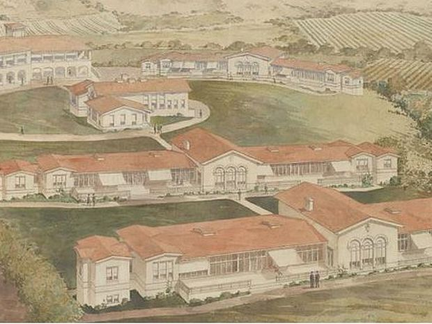 An aerial view of the Arroyo del Valle Sanitarium. There are multiple houses surrounded by grass and fields.