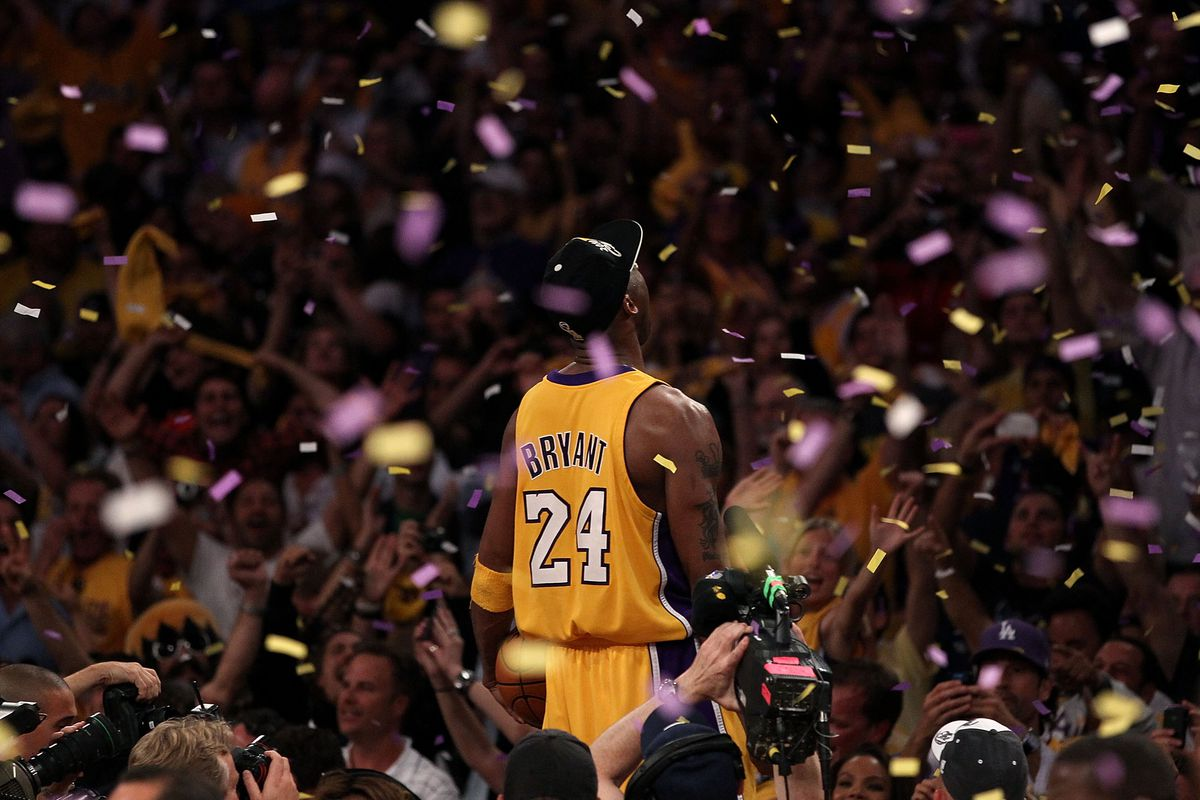 Kobe Bryant, seen from the back, surrounded by confetti.