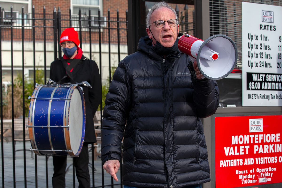 New York State Assemblymember Jeffrey Dinowitz speaks in support of nurses at Montefiore Medical Center in The Bronx, Nov. 19, 2020.