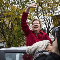 Presidential candidate U.S. Sen. Elizabeth Warren (D-MA) waves goodbye to supporters after joining striking Chicago Teachers Union and SEIU Local 73 members for a speech on the picket line outside Oscar DePriest Elementary School on the West Side, Tuesday morning, Oct. 22, 2019.