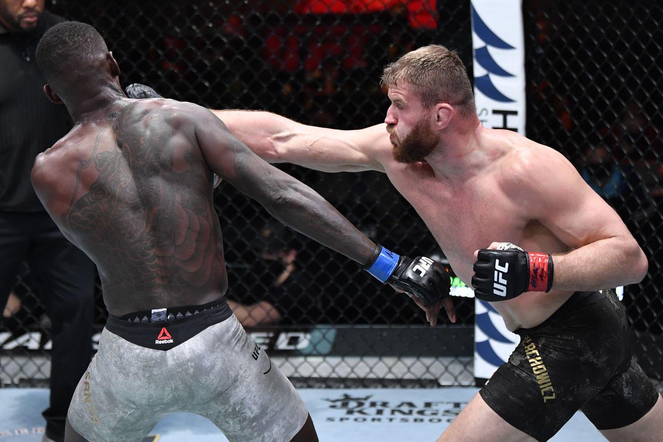 Jon Jones live tweets UFC 259 main event, heckles Israel Adesanya for loss to Jan Blachowicz