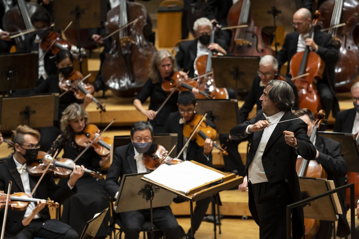 Riccardo Muti returned to the podium at Symphony Center on Thursday night for the return to full, in-person concerts with the Chicago Symphony Orchestra.
