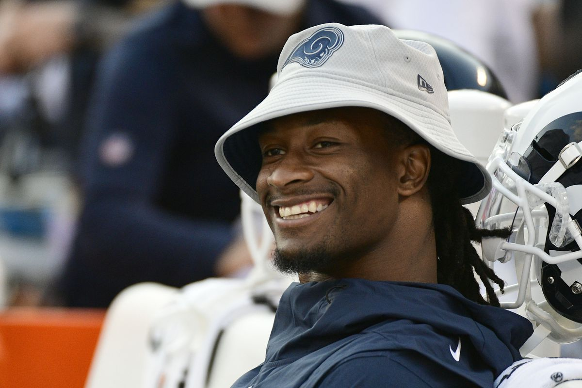 Los Angeles Rams RB Todd Gurley sits on the bench before the game against the Baltimore Ravens, August 9, 2018.