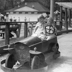 The kiddie car ride at Riverview Park in 1927.   Sun-Times Archives