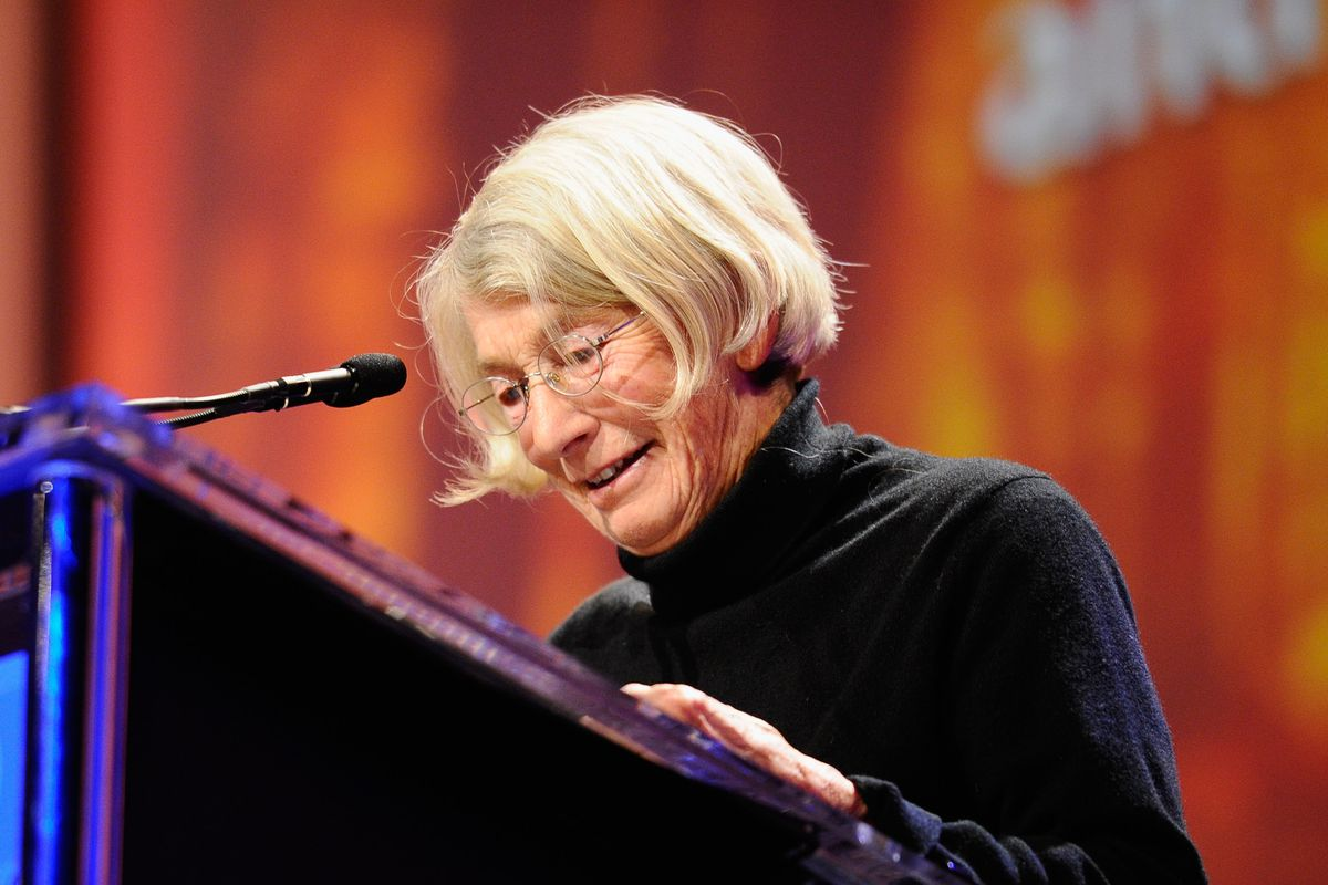 Pulitzer-winning poet Mary Oliver has died at 83 - Vox
