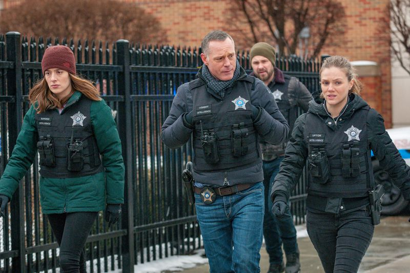 "CHICAGO P.D. — ""Pain Killer"" Episode 617 — Pictured: (l-r) Marina Squerciati as Kim Burgess, Jason Beghe as Hank Voight, Tracy Spiridakos as Hailey Upton — (Photo by: Matt Dinerstein/NBC)"