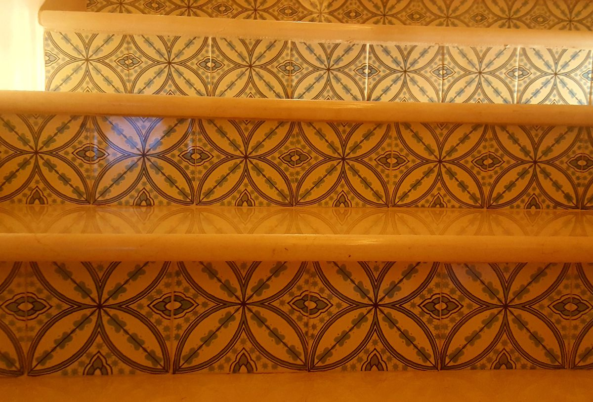 A close-up photo of the staircase detail.