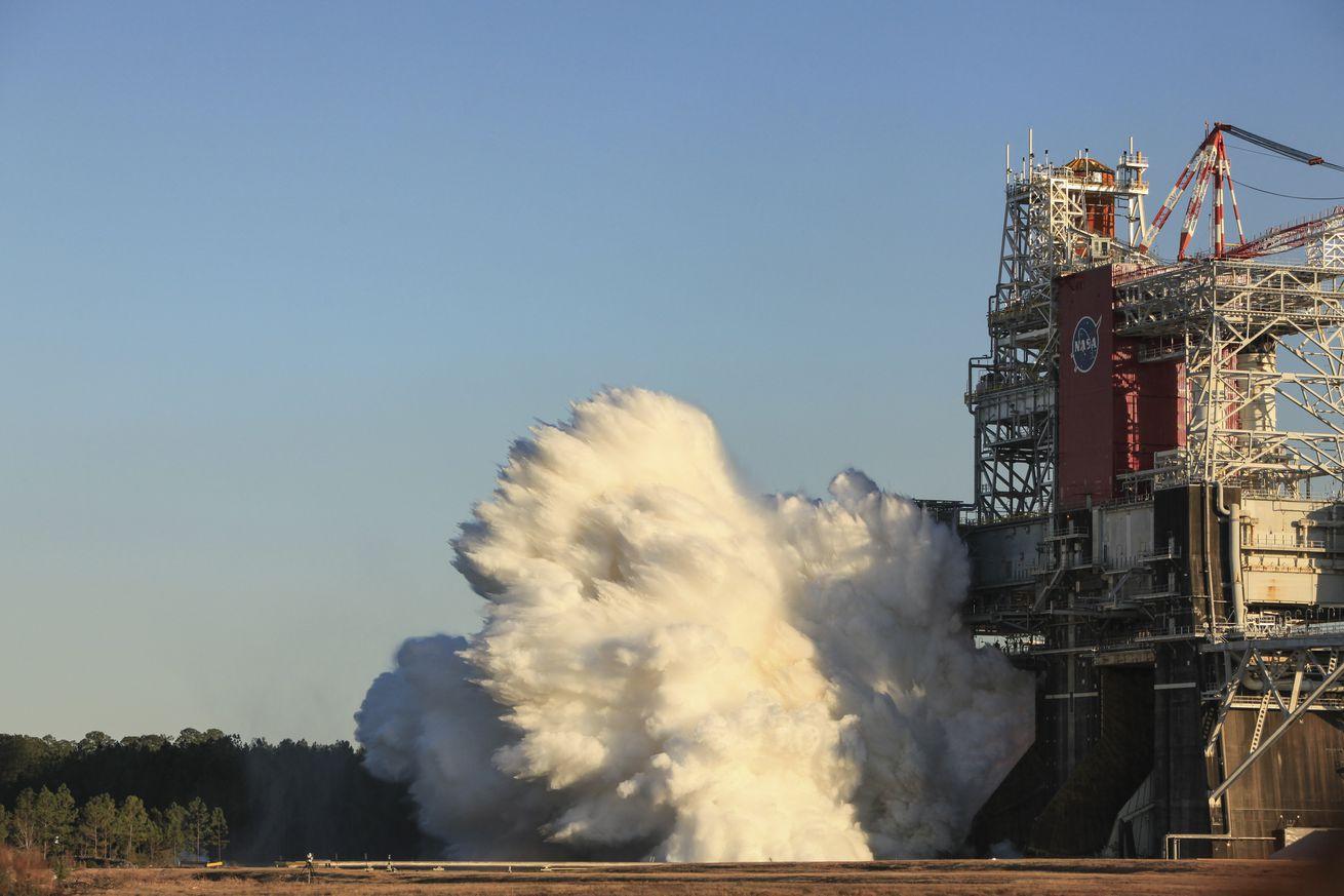 Hot Fire Test of SLS Rocket Core Stage