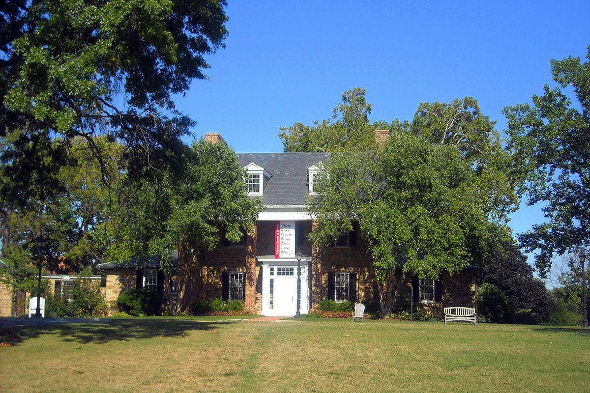 Sidwell Friends School, which Chelsea Clinton attended