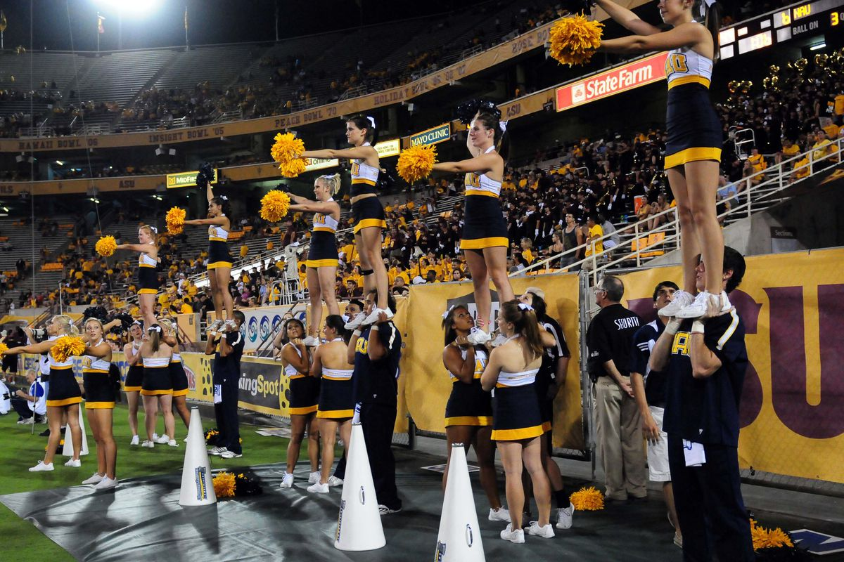 The cheerleaders went wild when Taylor Kelly hit Jamal Miles for the score. (Mandatory Credit: Jennifer Hilderbrand-US PRESSWIRE)