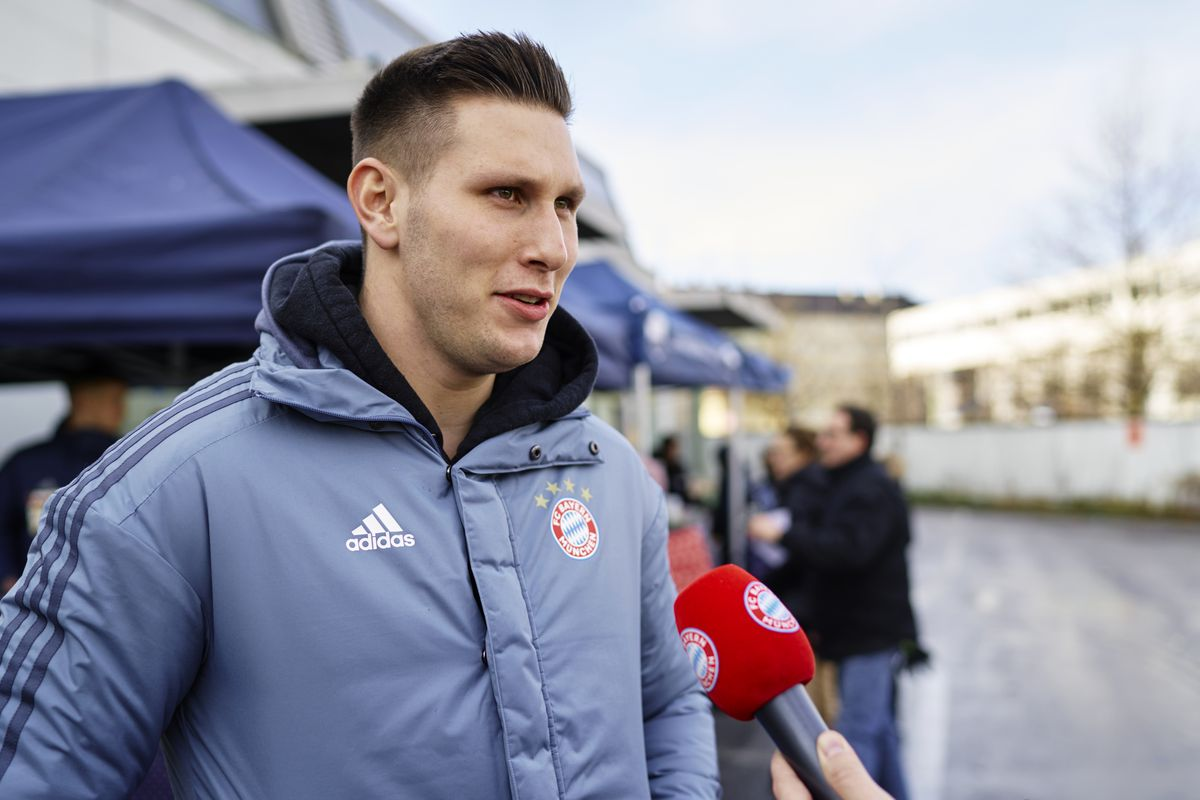 FC Bayern Muenchen Players Visit Muenchner Tafel