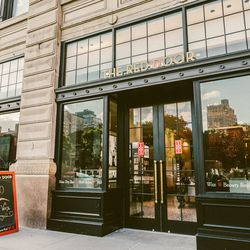 """<b>↑</b>Right in the thick of Union Square's hustle and bustle is a beauty oasis: Elizabeth Arden's <b><a href=""""http://www.reddoorspas.com/locations/new-red-door-union-square"""">Red Door Spa</a></b> (200 Park Avenue South). Stop by the beauty bar to sample"""