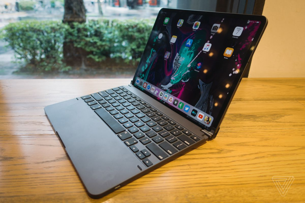 Apple Ipad Pro Keyboard Review Logitech Zagg Brydge Apple The Verge