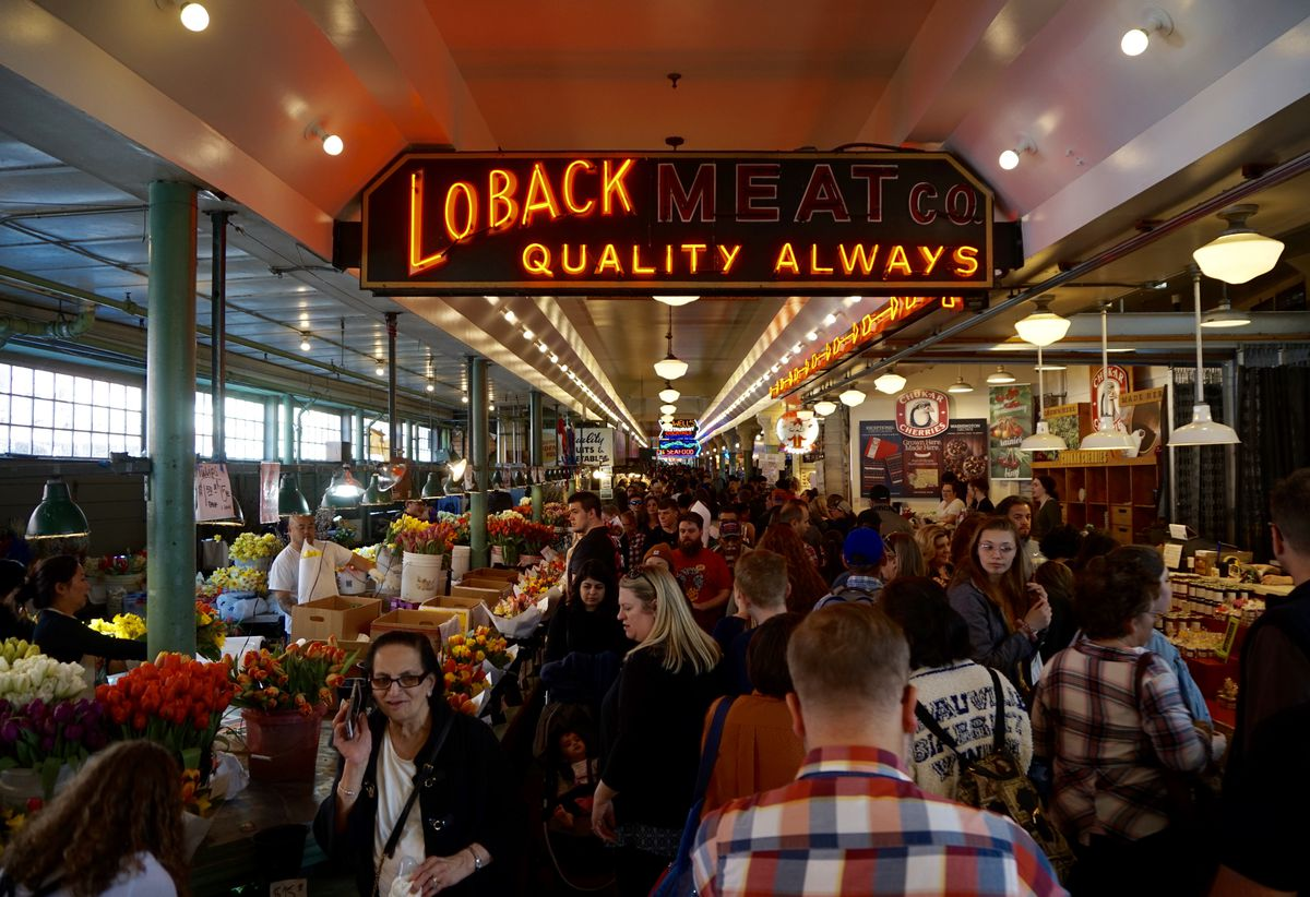 market pike place seattle marketplace coffee indoor eat places outdoor food weekends crowds biggest draw