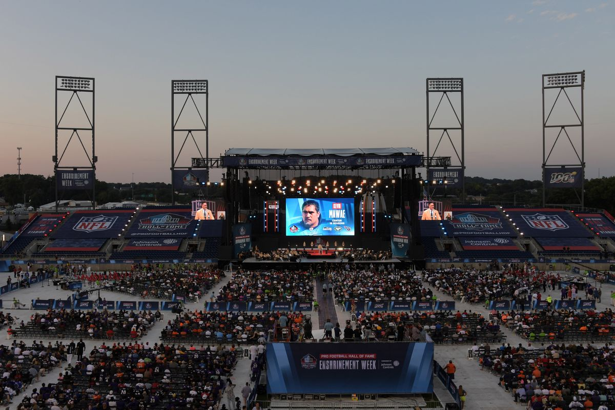 General overall view as Kevin Mawae speaks during the Pro Football Hall of Fame Enshrinement at Tom Benson Hall of Fame Stadium.