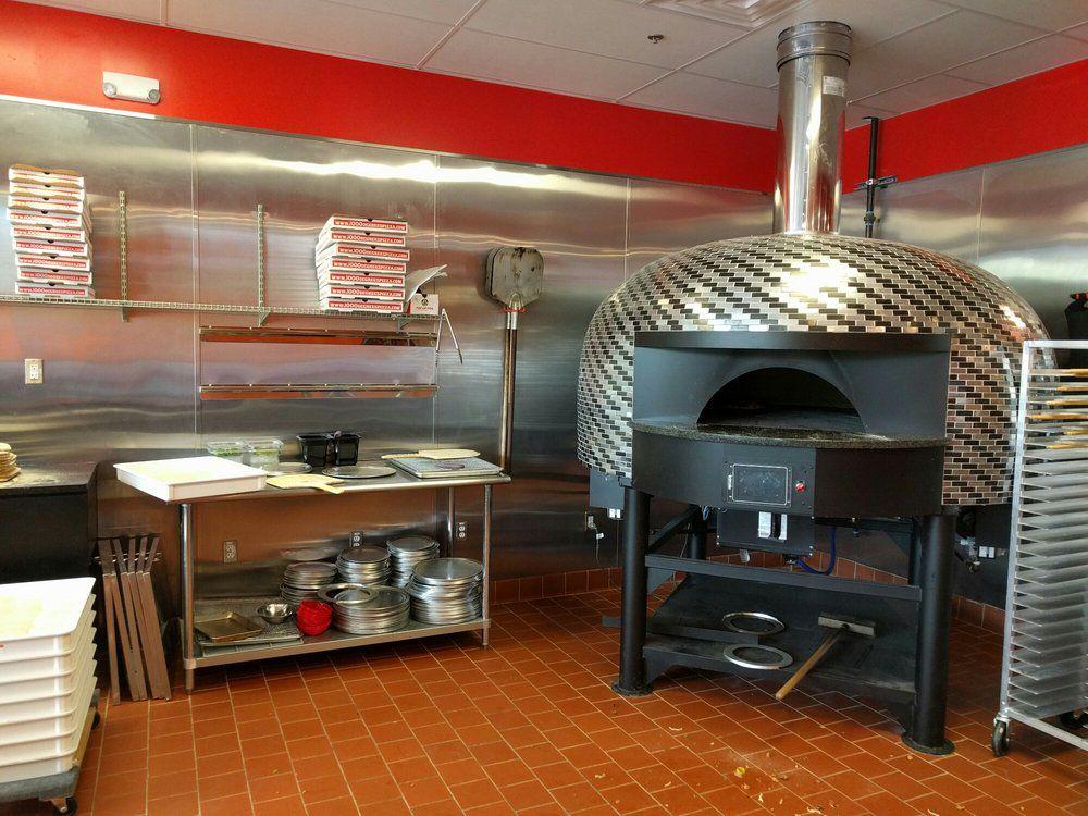 "1000 Degrees. [Photo: <a href=""https://www.yelp.com/biz_photos/1000-degrees-neapolitan-pizzeria-austin-2?select=HYdWtLUUssJwCjGH9m72eQ"">Balinor I./Yelp</a>]"