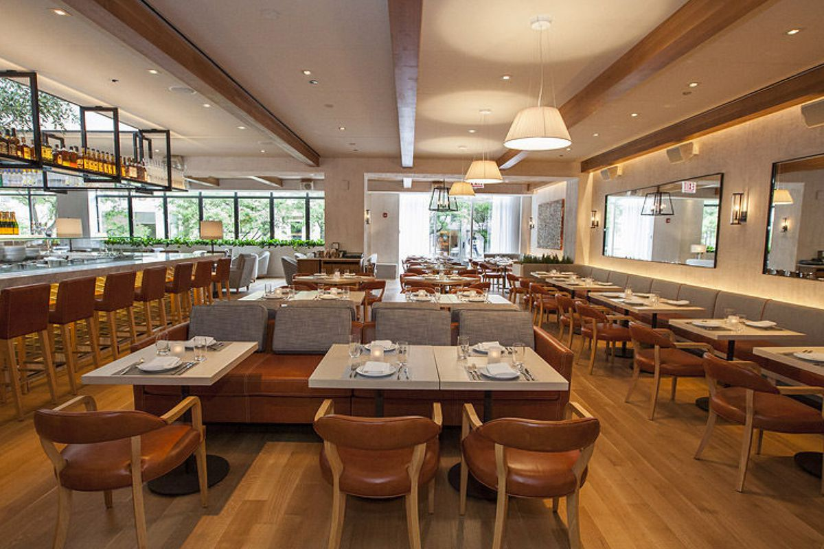 """<a href=""""http://chicago.eater.com/archives/2014/06/26/inside-fig-olive-opening-tomorrow-on-the-gold-coast.php"""">Fig &amp; Olive, Chicago</a>"""