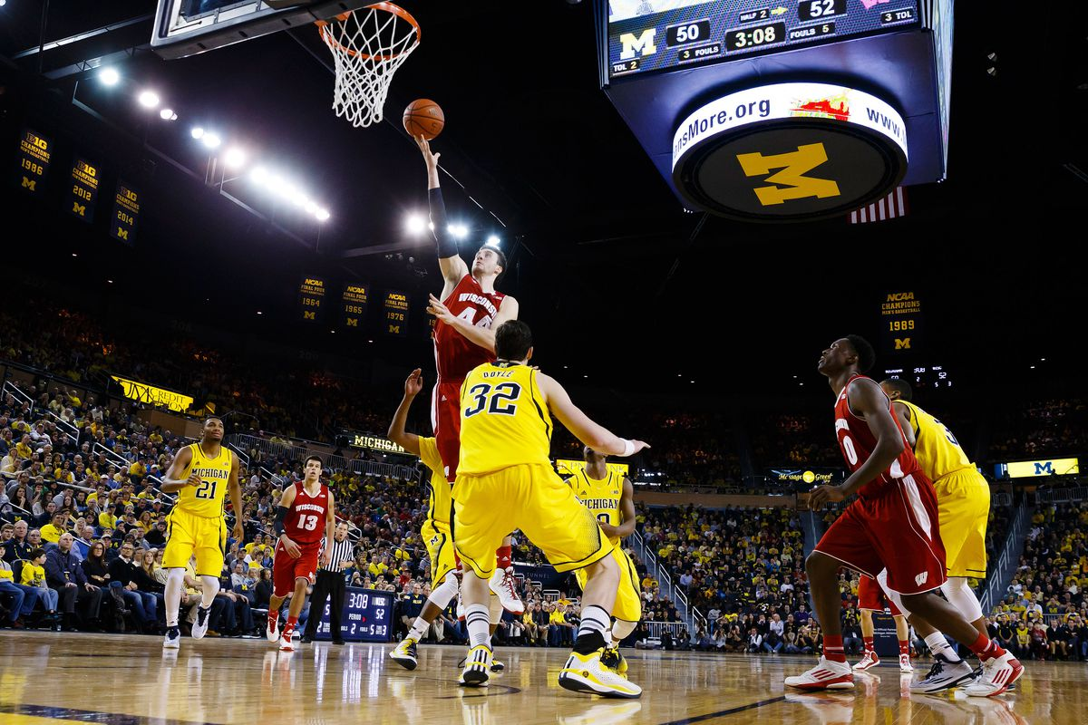 Frank Kaminsky goes in for a layup against Michigan's Ricky Doyle