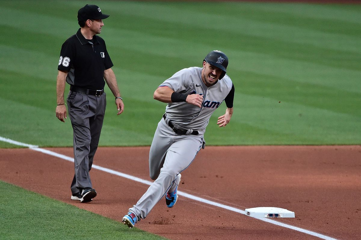 Miami Marlins right fielder Adam Duvall (14) runs home during the second inning against the St. Louis Cardinals at Busch Stadium