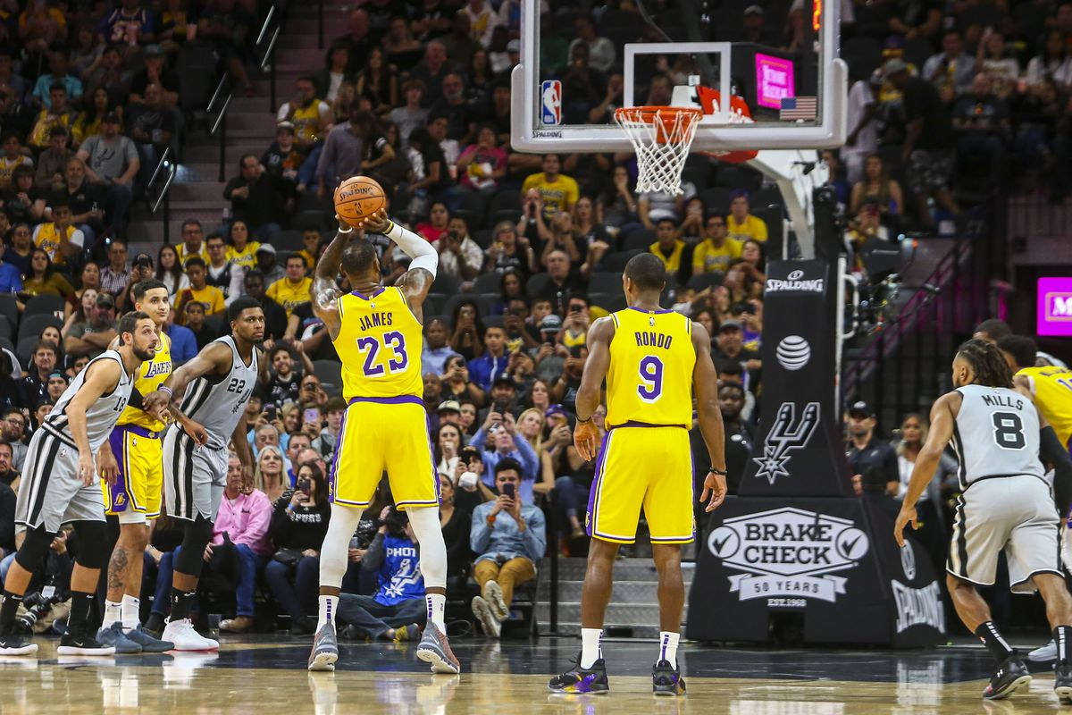 Luke Walton thinks Lakers are psyching themselves out at the free-throw  line - Silver Screen and Roll fb54518cb