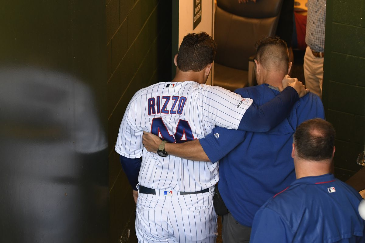 Cubs first baseman Anthony Rizzo leaves game with right ankle injury