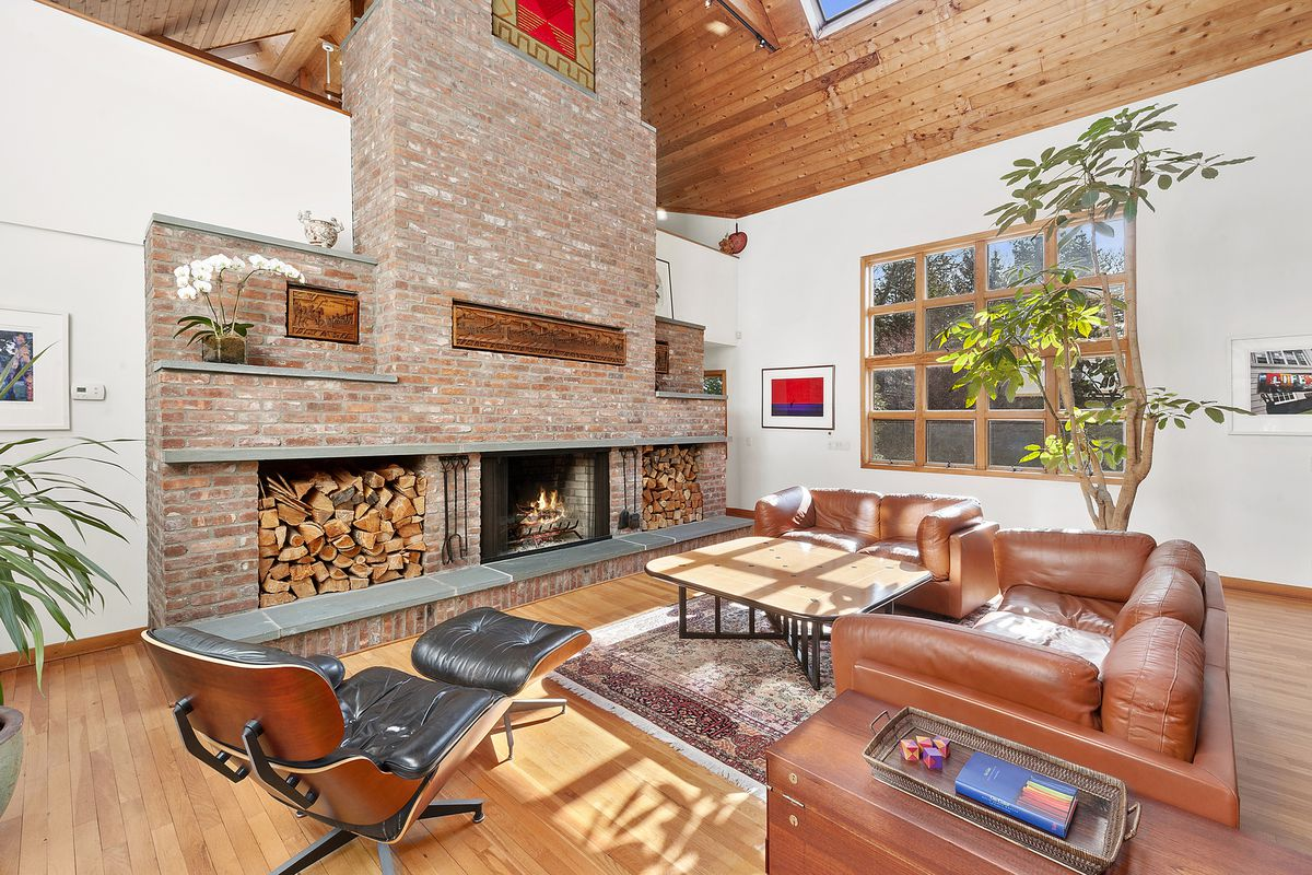 Photographer S Funky 80s Hamptons House Is Yours For 3
