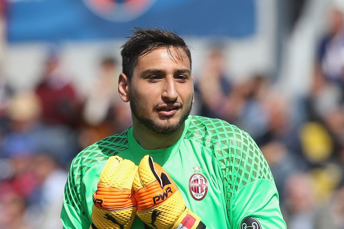 Gianluigi Donnarumma signs 4 year contract extension with AC Milan
