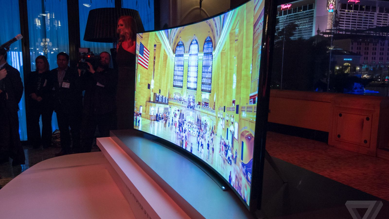 Samsung S Curved 105 Inch 4k Tv Is 120 000 The Verge