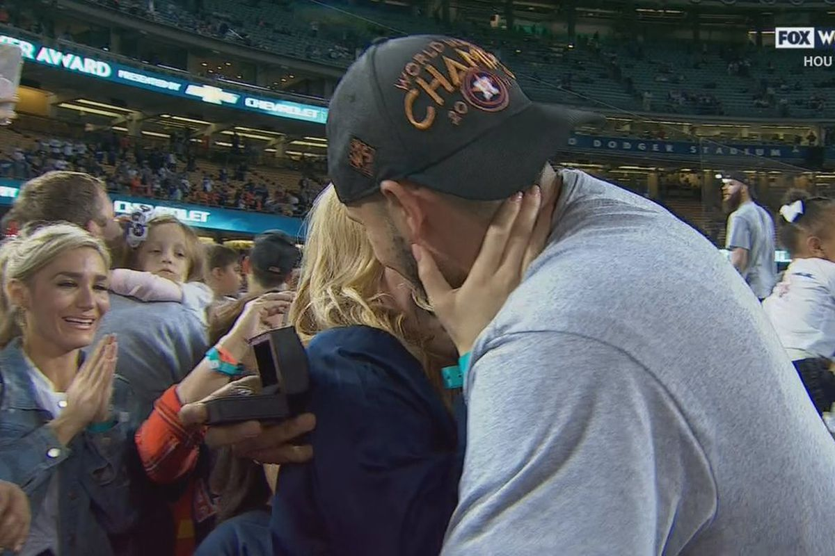 Carlos Correa celebrates World Series championship by proposing to his girlfriend