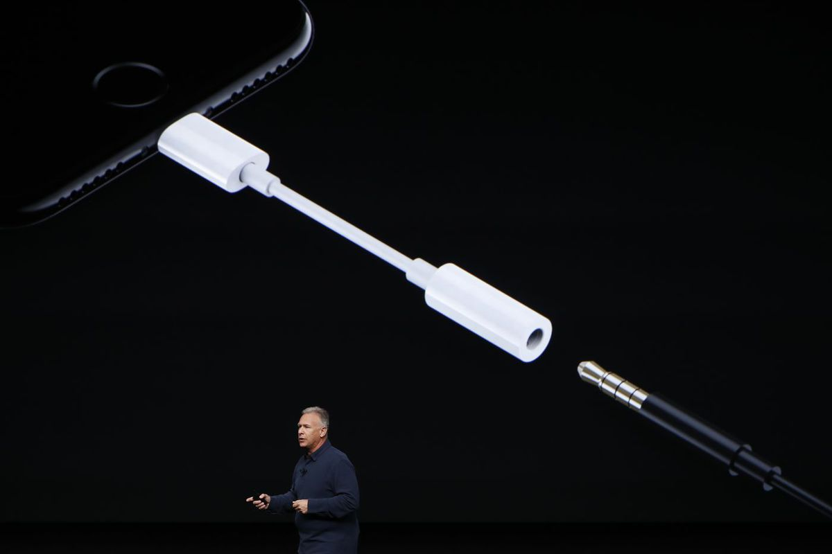 detailed pictures 9a39a 398e1 The iPhone headphone dongle is Apple's top accessory at Best Buy ...