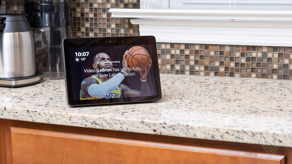 6cfe5ec61 The new Amazon Echo Show s improved screen and better speakers aren t enough