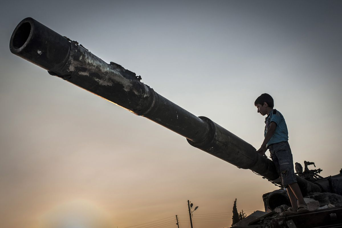 Syrian kid destroyed tank