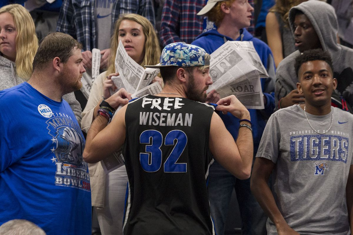 """<p zoompage-fontsize=""""15"""" style="""""""">NCAA Basketball: Mississippi at Memphis"""