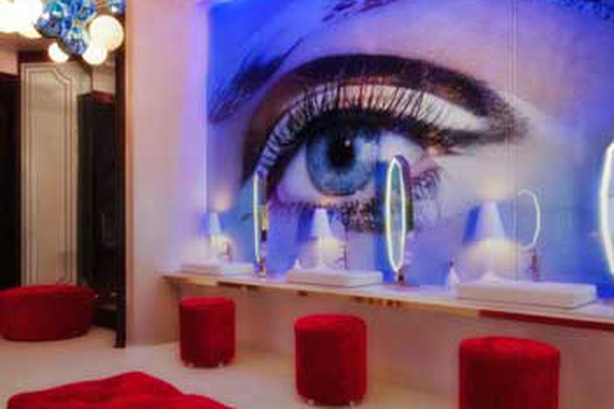 The bathroom at Vanity Nightclub