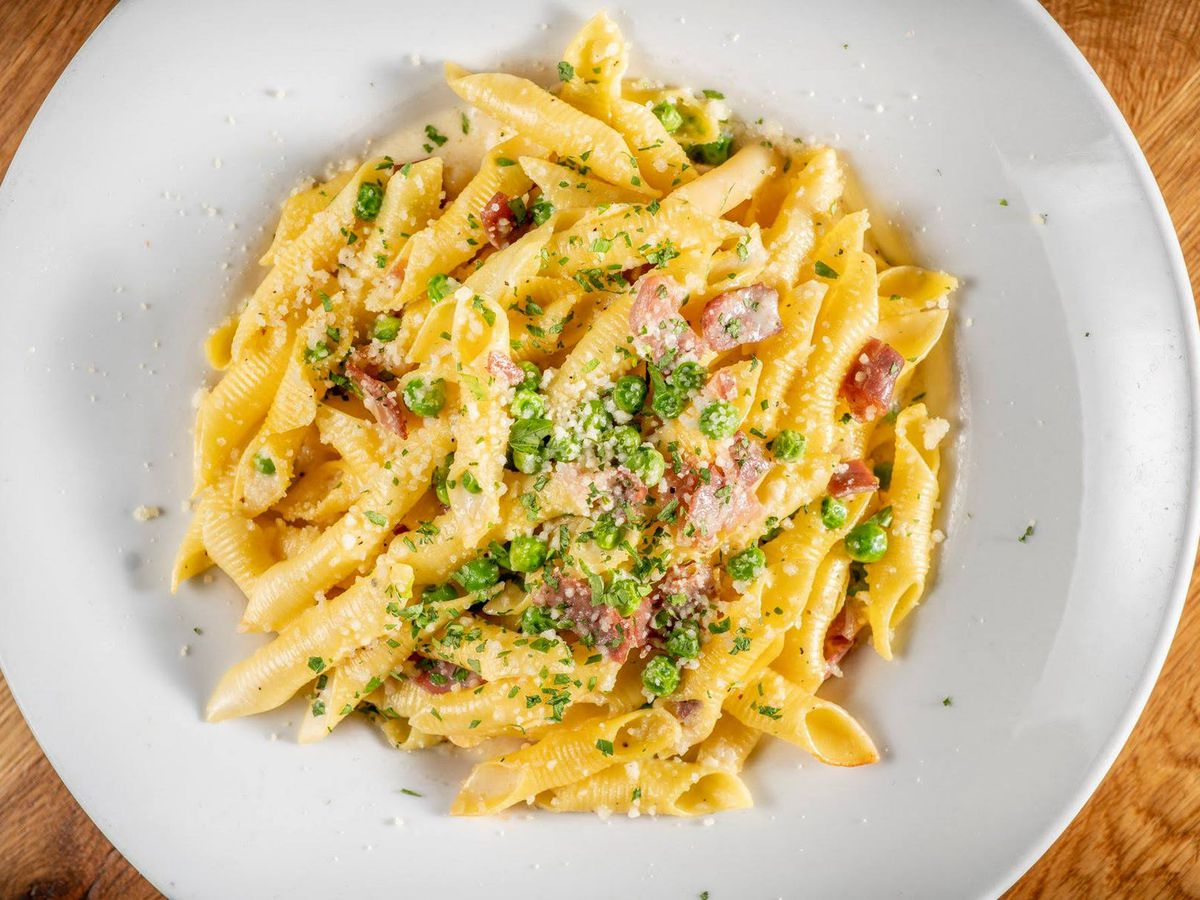 A plate of pasta.