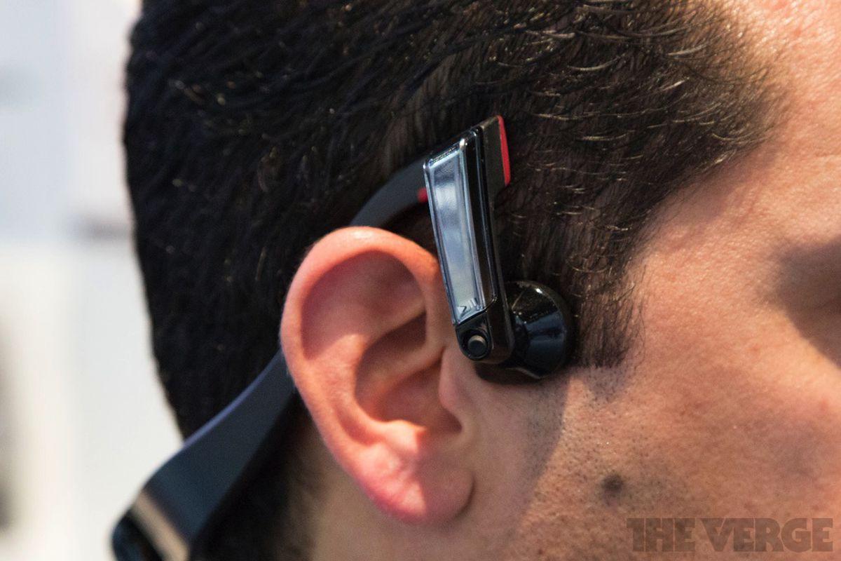 Gallery Photo: Panasonic bone conduction headphones photos